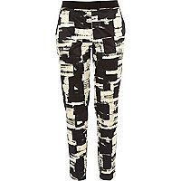 Black graphic print cigarette pants