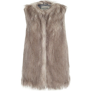 Silver sleeveless faux fur gilet