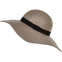 Beige floppy oversized fedora hat