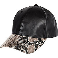 Black snake print leather-look cap