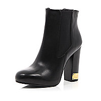 Black leather metal trim heel Chelsea boots
