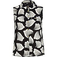 Black leaf print sleeveless shirt