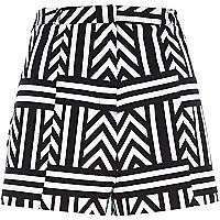 White zig zag print high waisted shorts