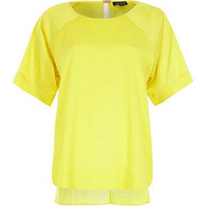 Yellow short sleeve t-shirt