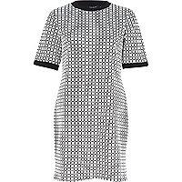 White geometric print t-shirt dress
