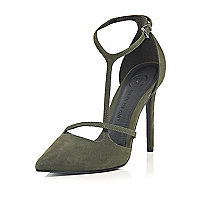 Green suede asymmetric court shoes