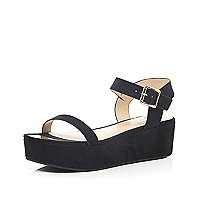 Black chunky flatform sandals