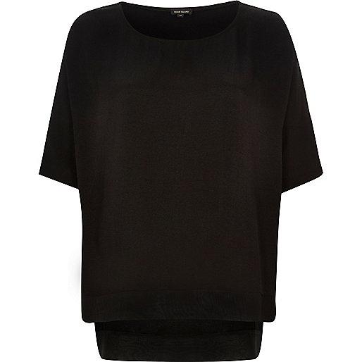 Leichtes schwarzes T-Shirt mit Chiffon-Saum