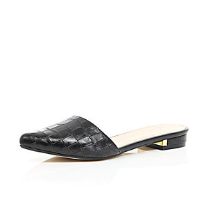 Black pointed flat mules
