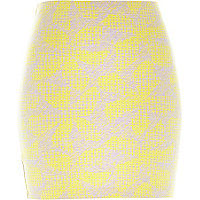 Yellow print jersey pull on mini skirt