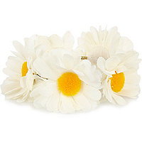 White daisy bun top hair tie