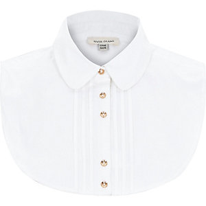 White pleated shirt collar bib