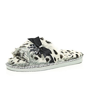 Grey animal print faux-fur slippers
