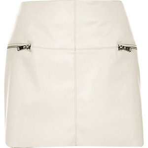 Cream leather-look zip side pelmet skirt