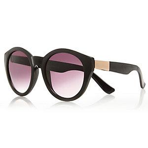 Black chunky round sunglasses