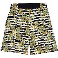 Green jacquard leaf print boxy shorts