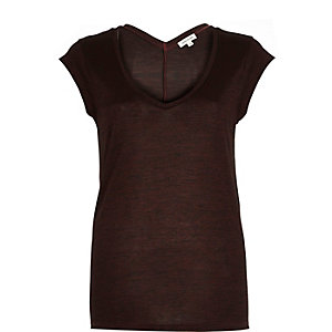 Dark red jersey V-neck t-shirt