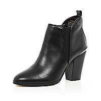 Black leather heeled Chelsea ankle boots