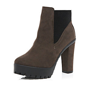 Brown cleated stretch Chelsea ankle boots