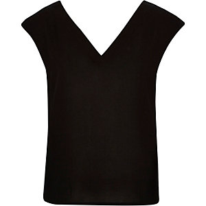Black V-neck draped back t-shirt