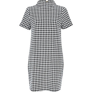 White dogtooth print polo neck dress
