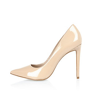 Nude pink patent leather court shoes