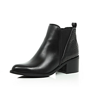 Black leather pointed Chelsea boots