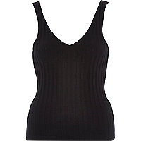 Black ribbed V-front vest