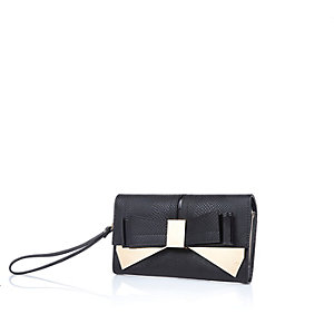 Black bow front wristlet purse