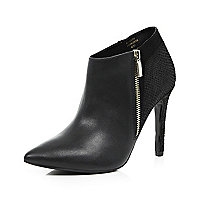 Black leather pointed toe zip ankle boots