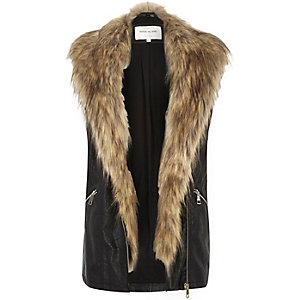 Black leather-look faux-fur gilet