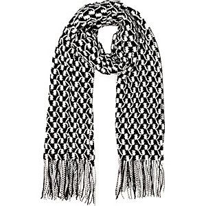 Black geometric knitted scarf