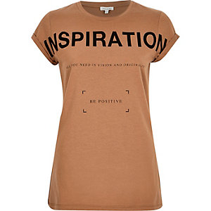 Brown inspiration print fitted t-shirt