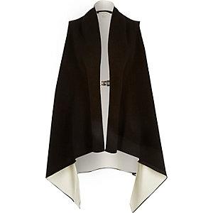 Black sleeveless buckle jacket