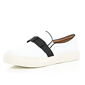 White bow trim plimsolls