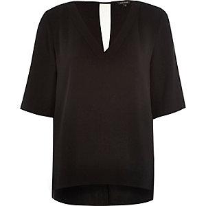 Black relaxed V-neck t-shirt
