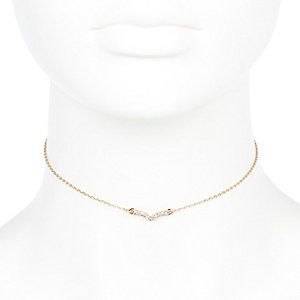 Gold tone skinny V choker necklace