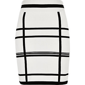White knitted checked pencil skirt