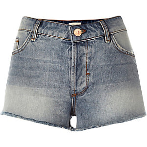 Mid wash raw hem Ruby denim shorts