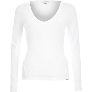 White slim V-neck top
