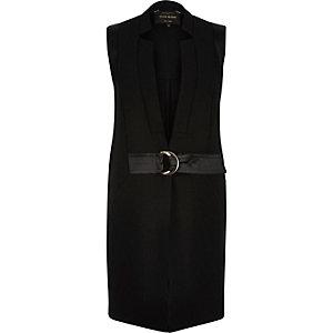 Black sleeveless D-ring belted jacket