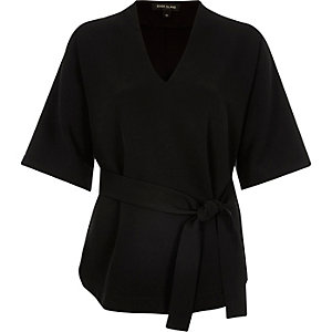 Black short sleeve belted top