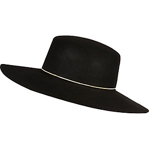 Black shaker hat