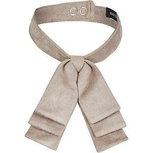 Light brown flat bow collar