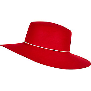 Red shaker hat