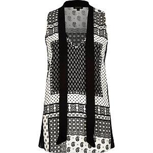 Black tile print pussybow sleeveless blouse