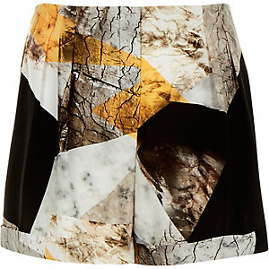Beige crepe cracked print shorts