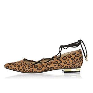 Brown leopard print lace-up shoes