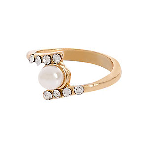 Gold tone pearl finger top ring