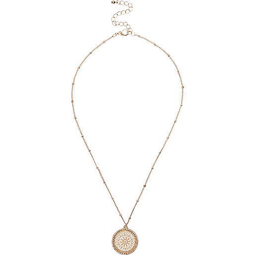 Goldene Halskette mit Anhänger